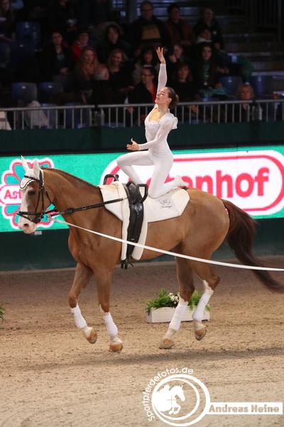 Anna Callarao  bei der Partner Pferd 2014